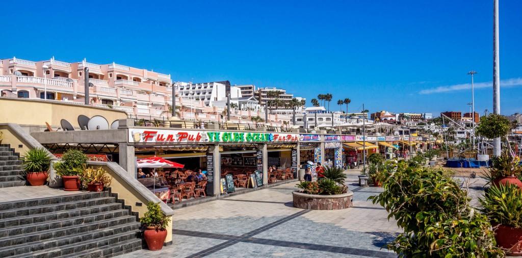 Die Strandpromenade an der Playa Fañabé