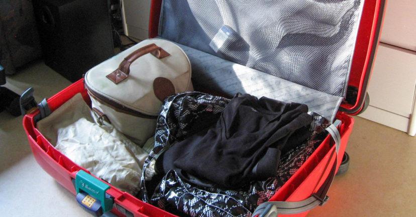Koffer packen für den Familienurlaub
