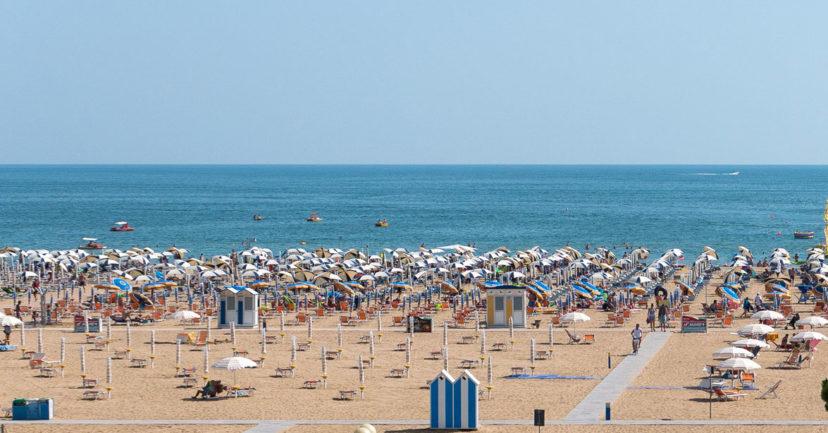 Bezahlbarer Strandurlaub für Familien während der Sommerferien: So geht's!
